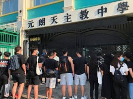 元朗一中學副校涉爆粗撕反送中文宣