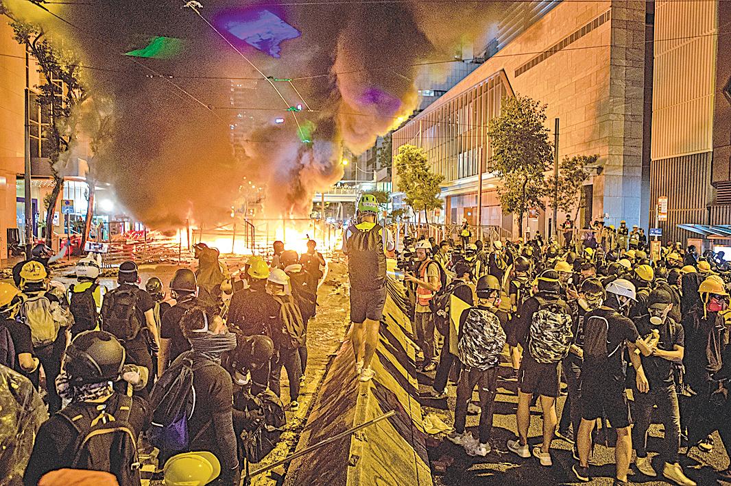 8月31日,港人發起不同形式的活動,繼續抗議反送中惡法。(余鋼/大紀元)
