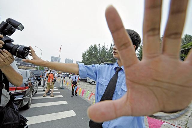 駐華記者避監控 開免費的士