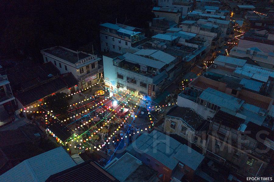 一千多盞手繪花燈照亮小巷、廣場、河涌,與月光相映,充滿了浪漫氣息,提前將中秋佳節溫馨的氣氛帶給前來的每一個人。(受訪者提供)