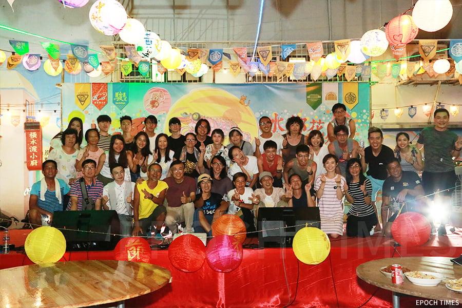 由「大澳非茂里」和「香港開心D」主辦的大澳水鄉花燈節,今年的籌備活動中也凝聚了更多不同團體、學校和市民參與。(陳仲明/大紀元)
