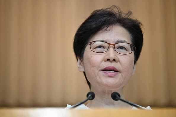 香港特首林鄭月娥9月10日表示,絕不認同外國國會以任何形式干預及介入香港內部事務。此說法遭到香港民主派議員批評。(ANTHONY WALLACE/AFP/Getty Images)