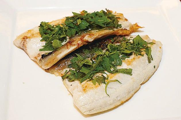 紫蘇香煎虱目魚。 (台灣農委會漁業署)