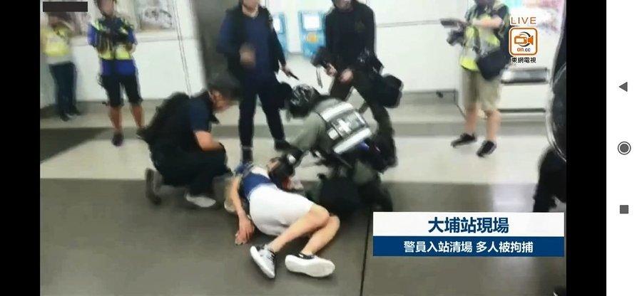 手被鎖扣床邊  醫院傷手進食 警方被責不人道