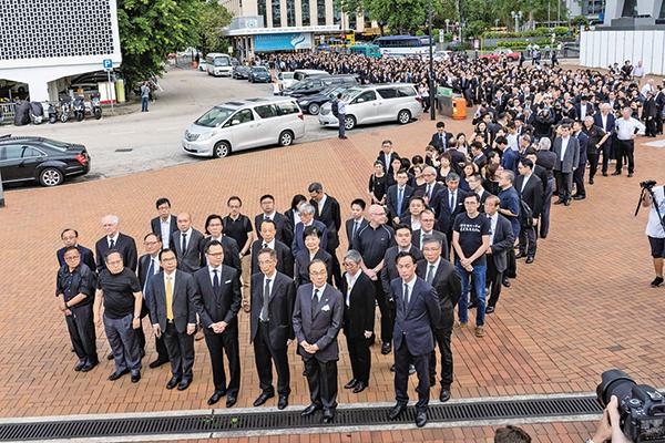 香港法律界6月6日舉行黑衣靜默遊行,近3千人出席。(李逸/大紀元)