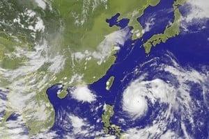 強烈颱風尼伯特即將侵台 十六年來最強首颱