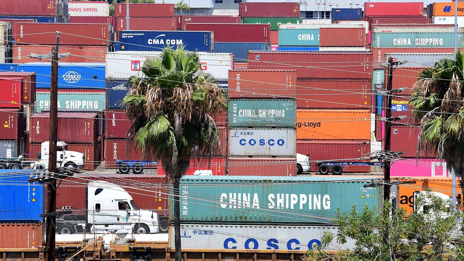 周三(9月11日)下午,美國總統特朗普宣佈將2,500億美元中國商品加徵30%關稅的日期推延15日。(AFP)