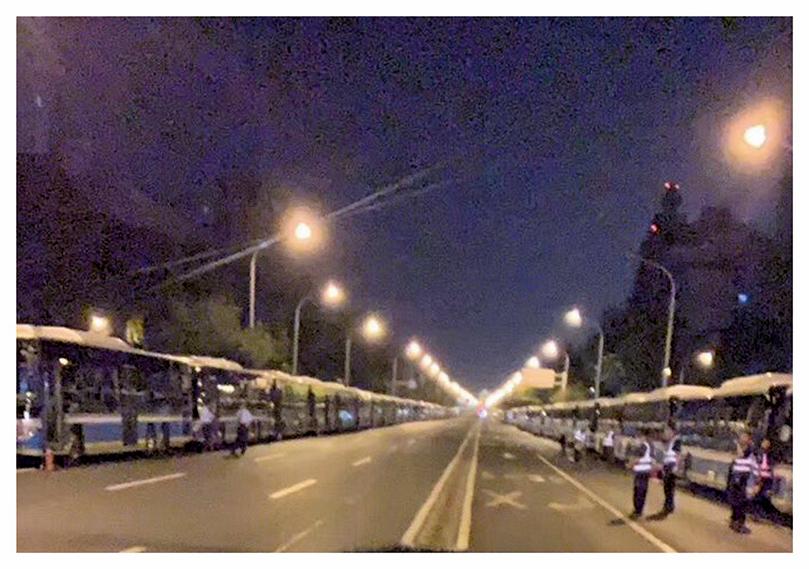 9月7日下午4點,北京天安門周邊交通管制,為閱兵預演,整座北京城彷若戒嚴。(推特圖片)
