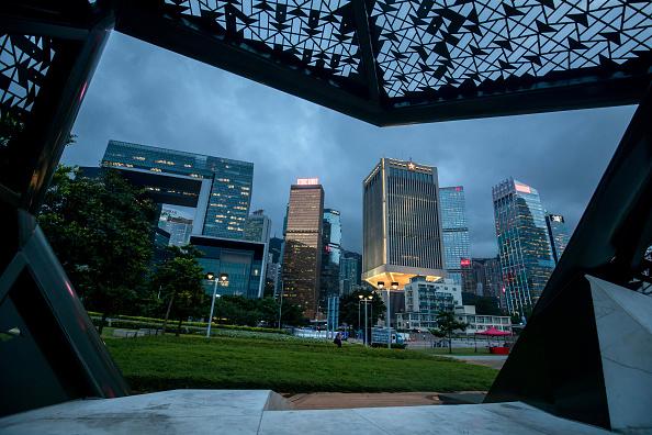 香港信用降級人民幣降准,經濟衰退已經開始。(Paul Yeung/Bloomberg via Getty Images)