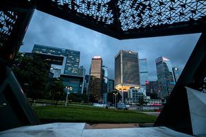 香港信用降級人民幣降准 經濟衰退