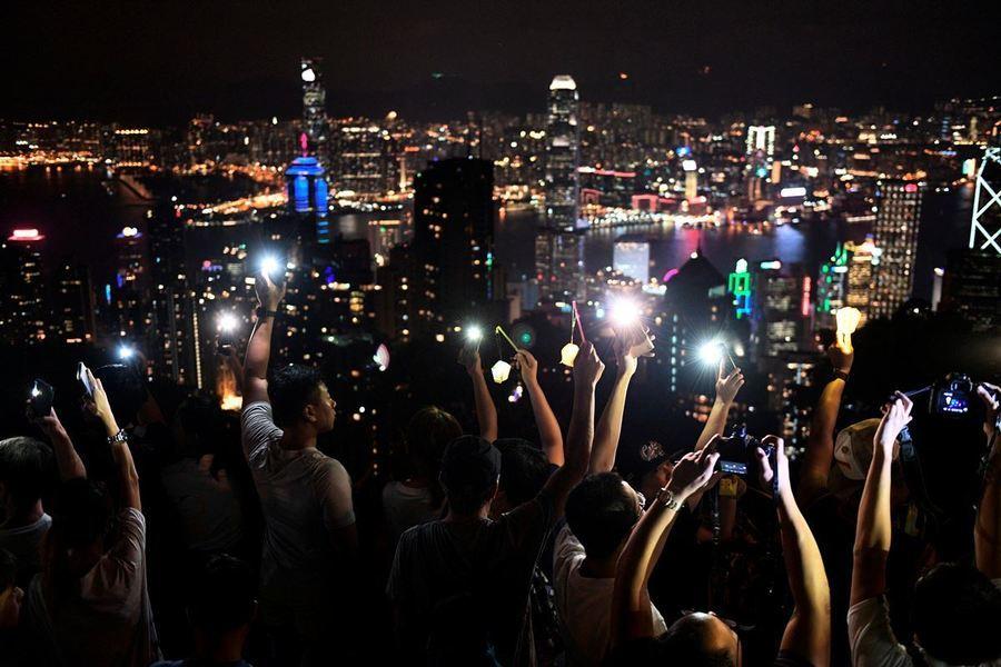 英國詩人中秋月下念香港