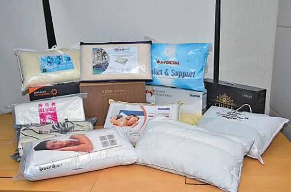 消委會建議選購枕頭時,宜以不同睡姿親身試睡,不應單憑手感及價錢選購。(郭威利/大紀元)