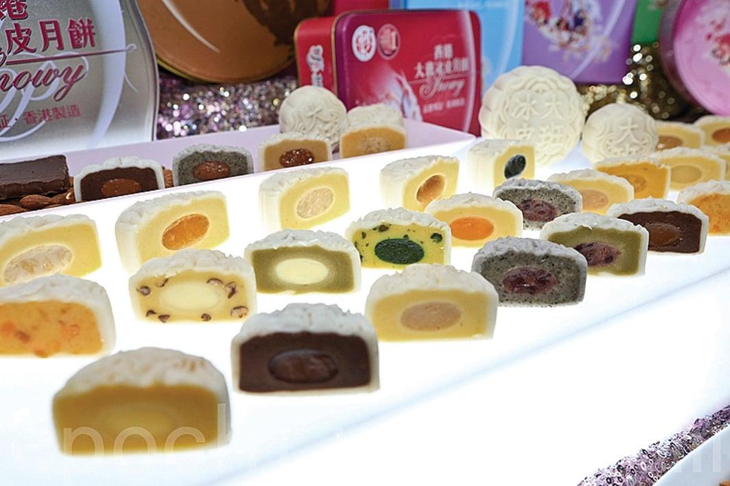 因對香港反送中運動的不同態度,在大陸香港大班月餅遭全面下架,美心月餅則熱銷。圖為各式冰皮月餅示意圖。( 余鋼/大紀元)