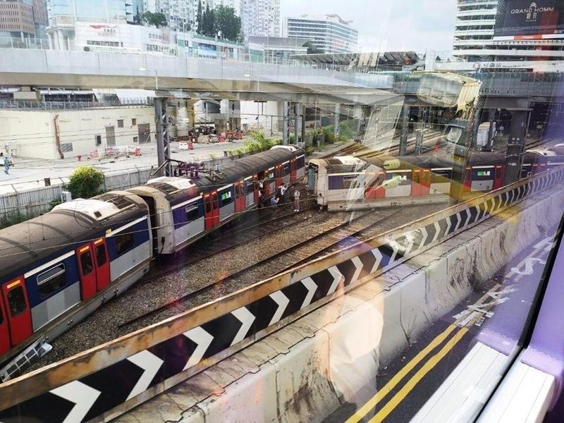 港鐵高峰時間出軌 乘客:車廂強烈震盪
