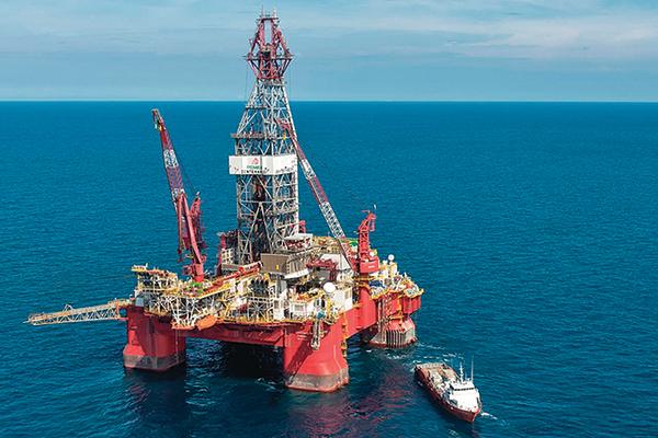 油價暴升15% 道指結束連八漲