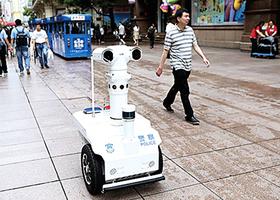滬5G機器人 上街監控民眾