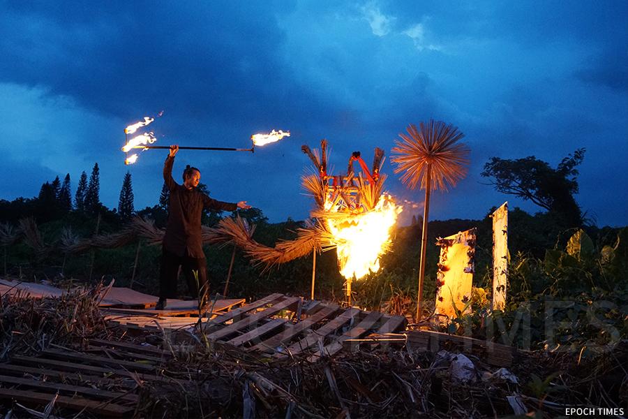 中秋節翌日的化火龍儀式。(陳仲明/大紀元)