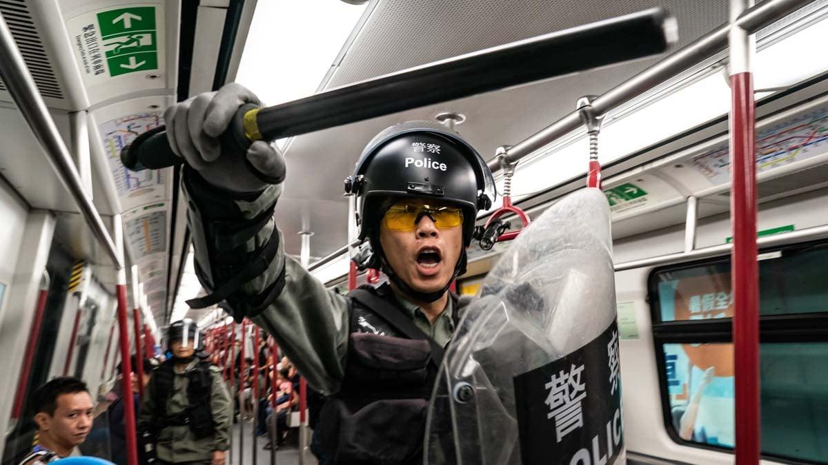 中共侵蝕香港自治,削弱香港金融中心地位,但美媒指,大陸企業不能沒有香港。(Anthony Kwan/Getty Images)