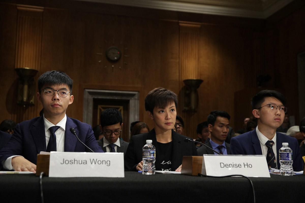 黃之鋒、何韻詩及張崑陽17日受邀出席美國國會及行政當局中國委員會聽證會,闡述香港最新情況。(Alex Wong/Getty Images)