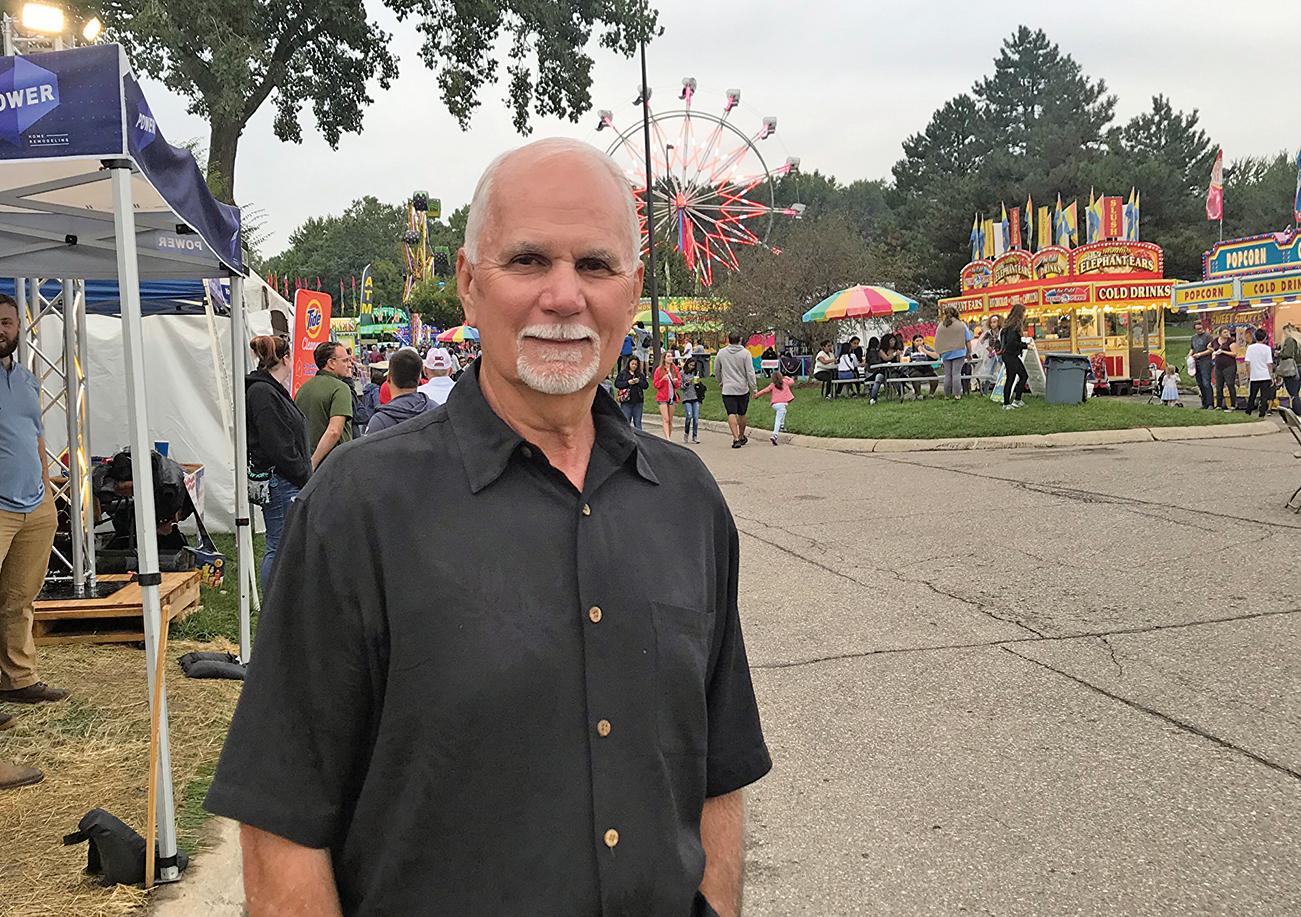 美國密歇根州特洛伊市市長丹尼斯萊特(Dane Slater)讚揚法輪大法會給全世界帶來美好。(Valerie Avore/大紀元)