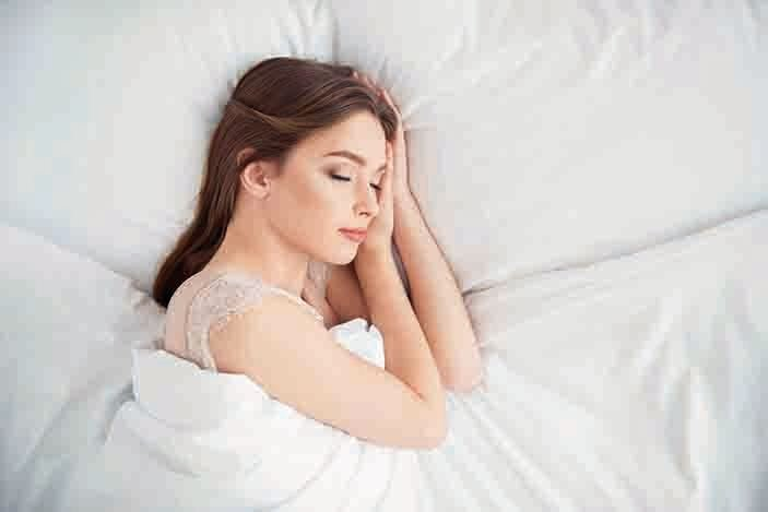 雖然睡眠休息不足會對人們的情緒產生影響,但對身體造成的破壞性影響也是災難性的。(Illustration – Shutterstock)
