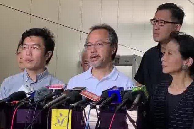 香港立法會議員張超雄在泛民主派9月1日的記者會上譴責香港警察濫用執法權,他說:「香港已經被這個政權破壞成了戰場。」(駱亞/大紀元)
