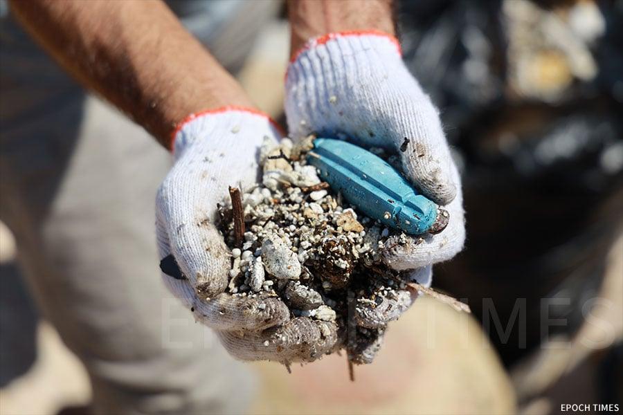 去年強颱風「山竹」為本港沿岸發來大量海洋垃圾,當中有不少為發泡膠。(陳仲明/大紀元)