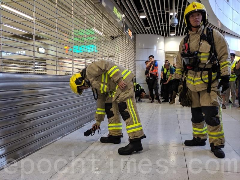 消防到場檢查透明液體。(黃曉翔/大紀元)
