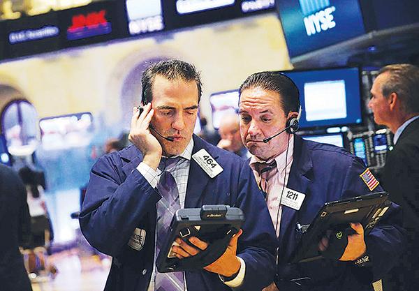 美聯儲可能短期不減息,以及美方貿易談判立場轉趨強硬,美股10 月將進入歷年波動最大的月份。圖為示意圖。(AFP)