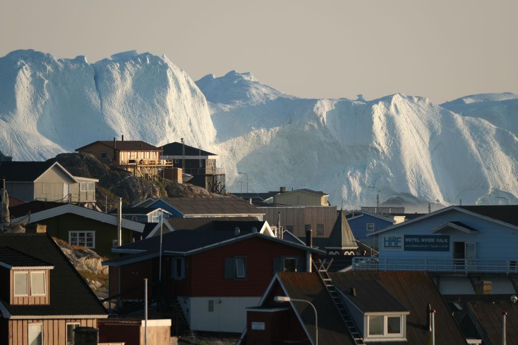 中共藉「一帶一路」大肆染指地處北極圈的格陵蘭和冰島。雖然一路碰壁,中共進軍北極圈的步伐仍未停止。8月,美國總統特朗普表態意欲買入格陵蘭。港媒分析指,冰島、格陵蘭頓成美中角力的新熱點。(Sean Gallup/Getty Images)