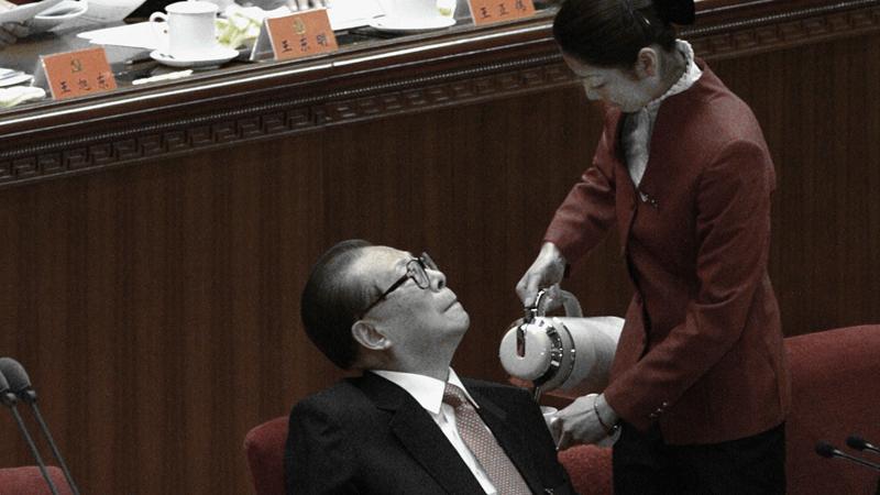 據港媒揭露,原鐵道部長劉志軍,不僅弄來俄羅斯美女服侍江澤民,還握有江在專列上的「大量生活影像資料」。( GOH CHAI HIN/AFP/Getty Images)