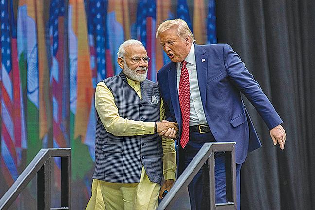 美國總統特朗普於9月22日參加在德薩斯州歡迎印度總理莫迪的集會。(Getty Images)