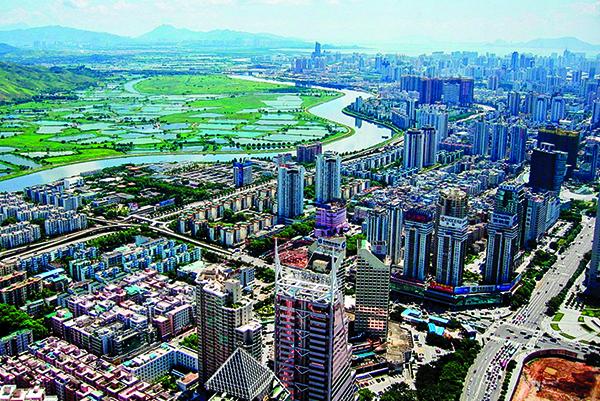 上個世紀50至70年代,發源於梧桐山的深圳河,被國際社會稱為中國的「柏林牆」。 圖為深圳河。(SSDPenguin/Wikimedia Commons)