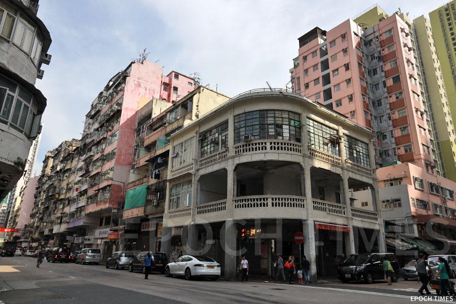 近期青山道303號的戰前弧形唐樓或清拆引發廣泛關注。(陳仲明/大紀元)