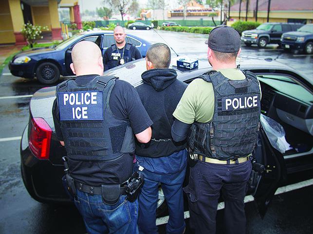 特朗普政府將停止對非法移民「抓了就放」的政策。(AFP)