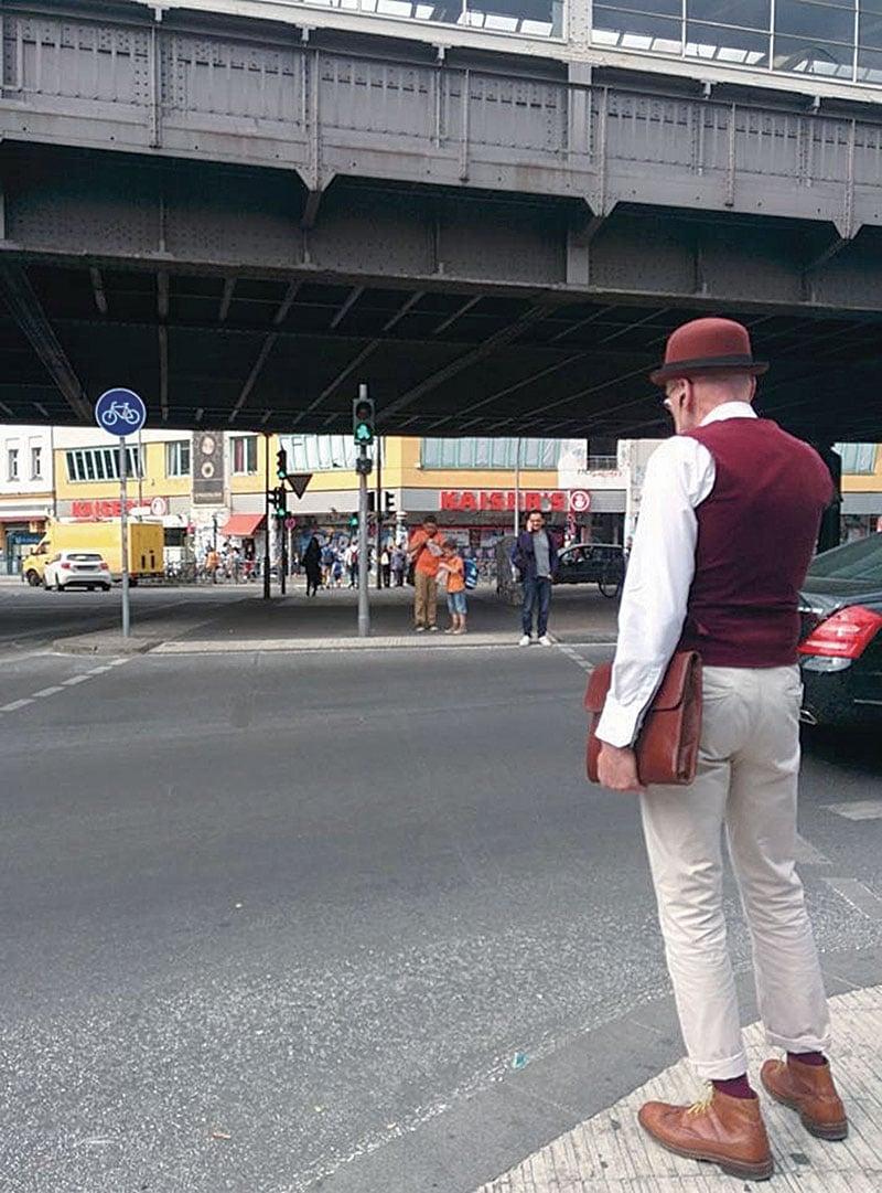 爺爺日常生活中特別注重品味穿著,背影也令人賞心悅目。(Gunther Krabbenhoft提供)