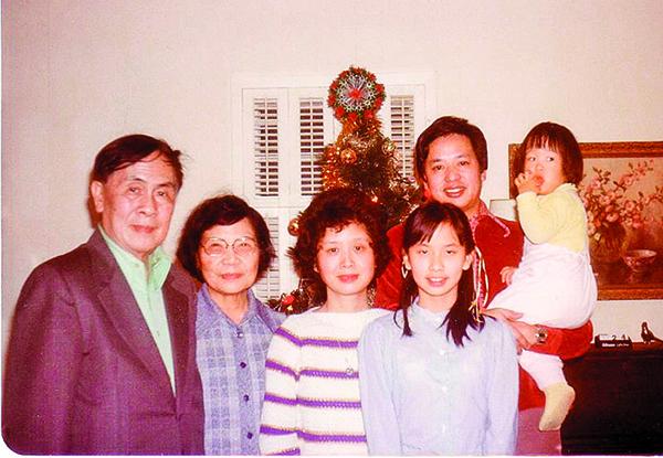 三十年三次「逃港大潮」 百萬大陸人落戶香港