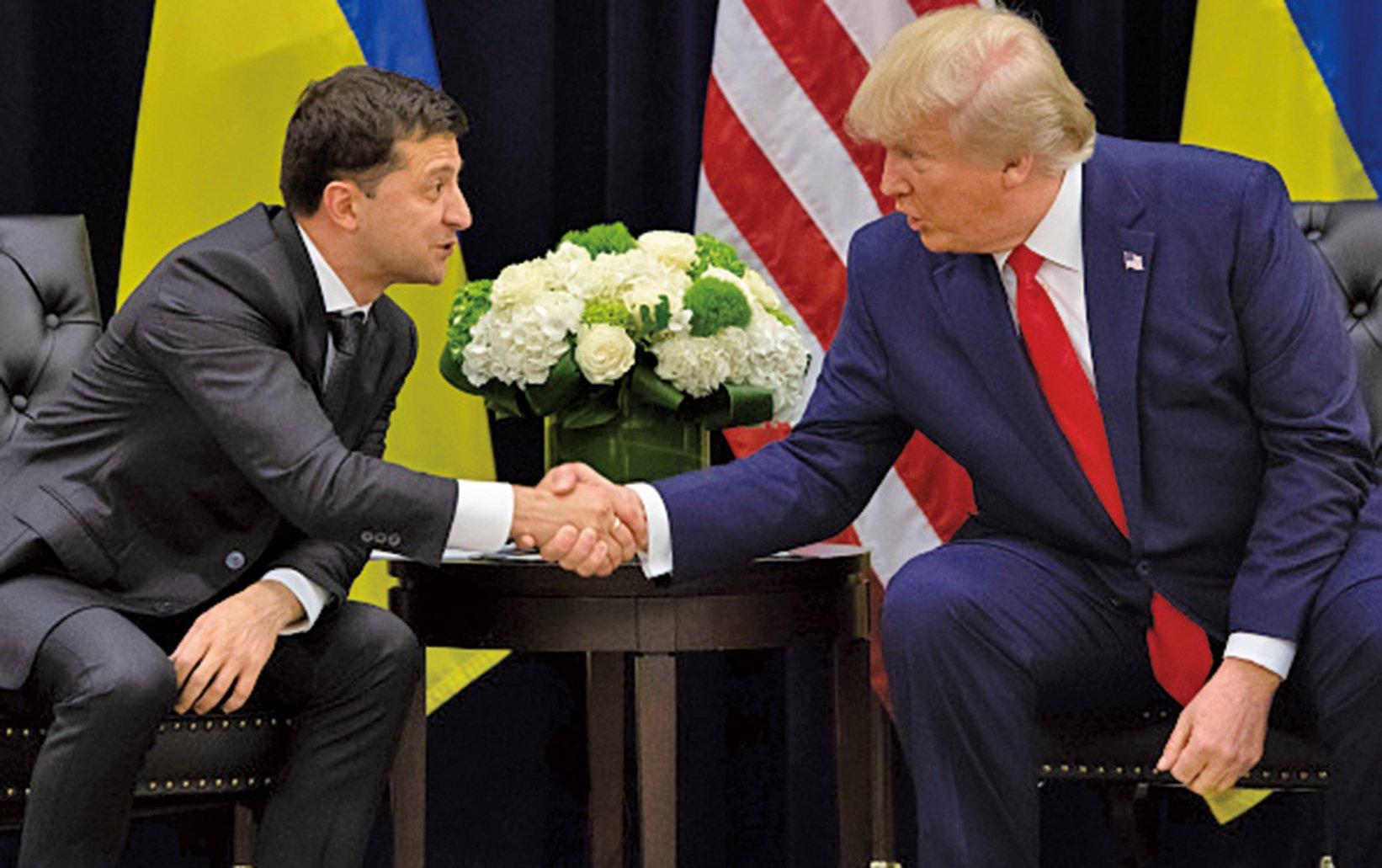 特朗普和烏克蘭總統澤倫斯基(左)7月的一通電話引發了美國的政治地震,圖為兩人9月25日在聯大期間會面。(AFP)