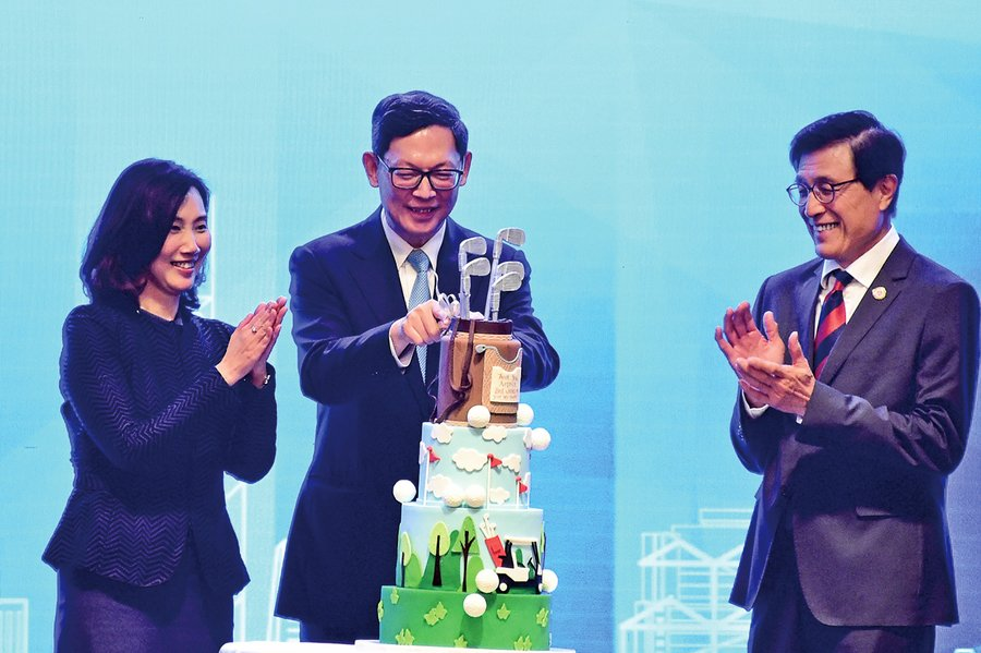 陳德霖:香港終能走出困境
