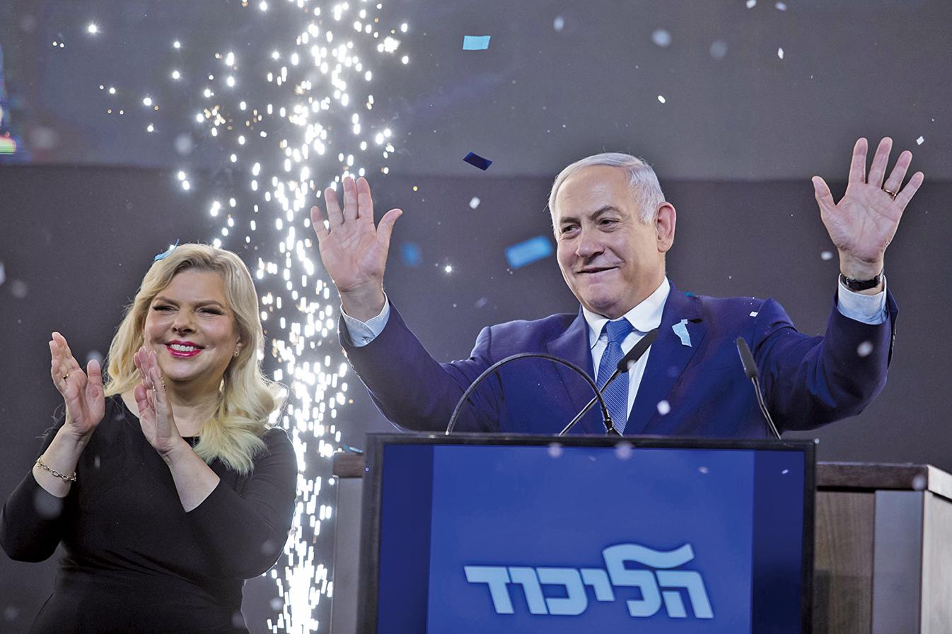 圖為以色列總理內塔尼亞胡(Benjamin Netanyahu)與夫人在2019年4月大選後。(Getty Images)