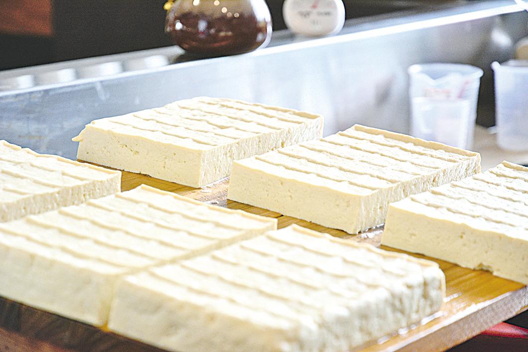 滿滿的豆香填滿我的每日菜單,重現豆腐所有的往日風華。