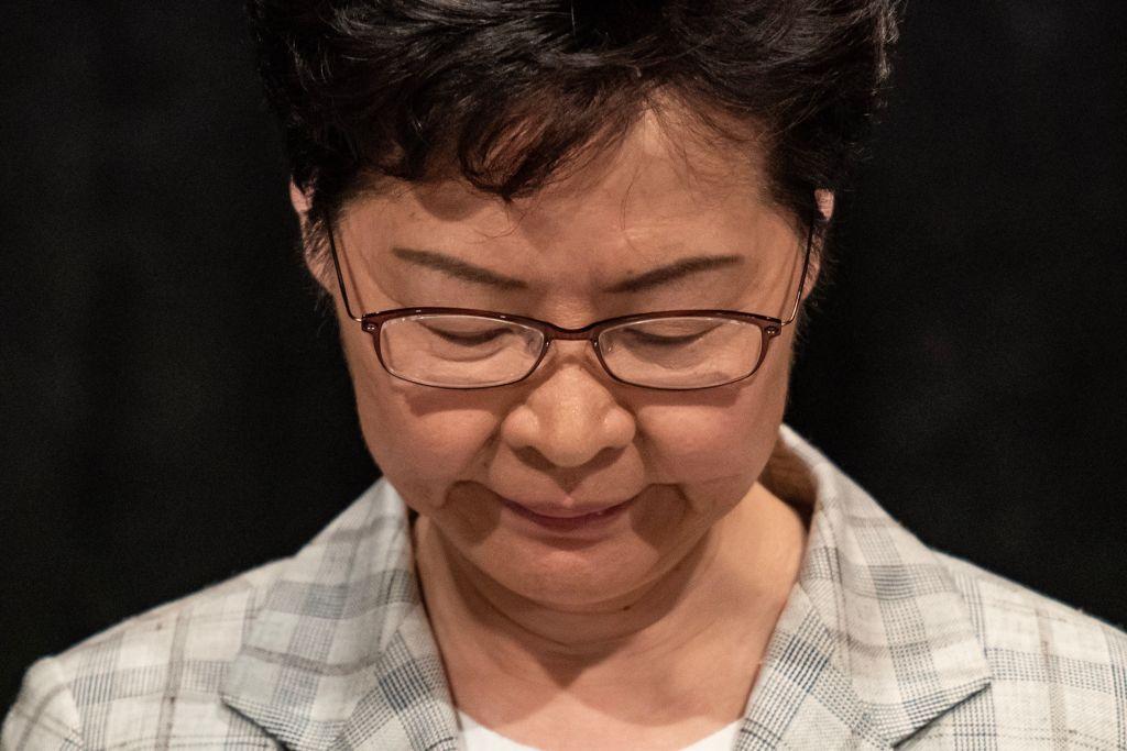 9月26日,林鄭月娥在灣仔伊利沙伯體育館舉辦首場「社區對話」。多數發言者提到對港警濫暴、濫捕不滿,要求成立「獨立調查委員會」。(Anthony Kwan/Getty Images)