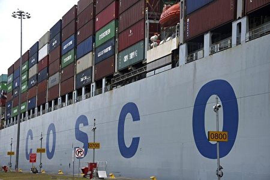 因違法運送伊朗原油被美國制裁,中國國企中遠海運(Cosco)的子公司周四(9月26日)宣佈停牌,料所屬的44艘超大型油輪業務受影響,中東至亞洲的石油運費一夜間大漲兩成。(RODRIGO ARANGUA/AFP/Getty Images)