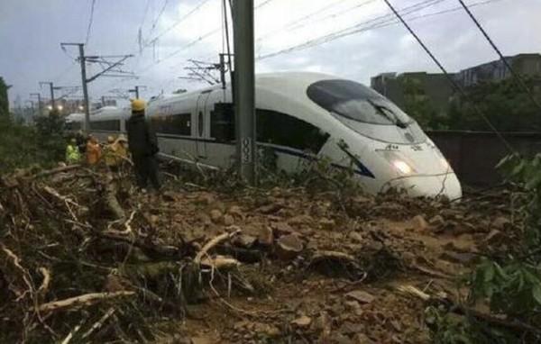 南京南站附近一處隧道塌方,導致多條高鐵線路列車晚點。網傳塌方地點,位於南京南站附近的韓府山隧道。(網絡圖片)