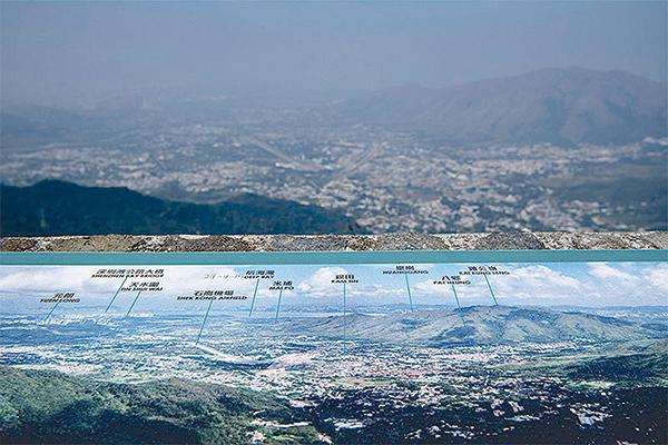 複製香港的捷徑,或許是割讓深圳!圖為從大帽山上鳥瞰香港及其周邊。(Getty Images)