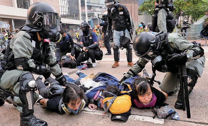 外籍記者被射中眼  譚得志、許麗明、《學苑》總編輯被捕