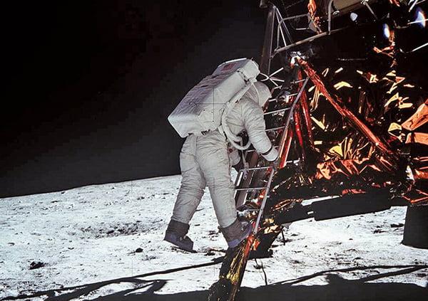 太空人在離開登月艙踏上月球之前吃了人類在月球上的第一餐。(NASA)