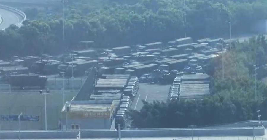路透社:駐港解放軍倍增至 1.2 萬人 武警混其中 美聯社:深圳灣體育館外軍車結集