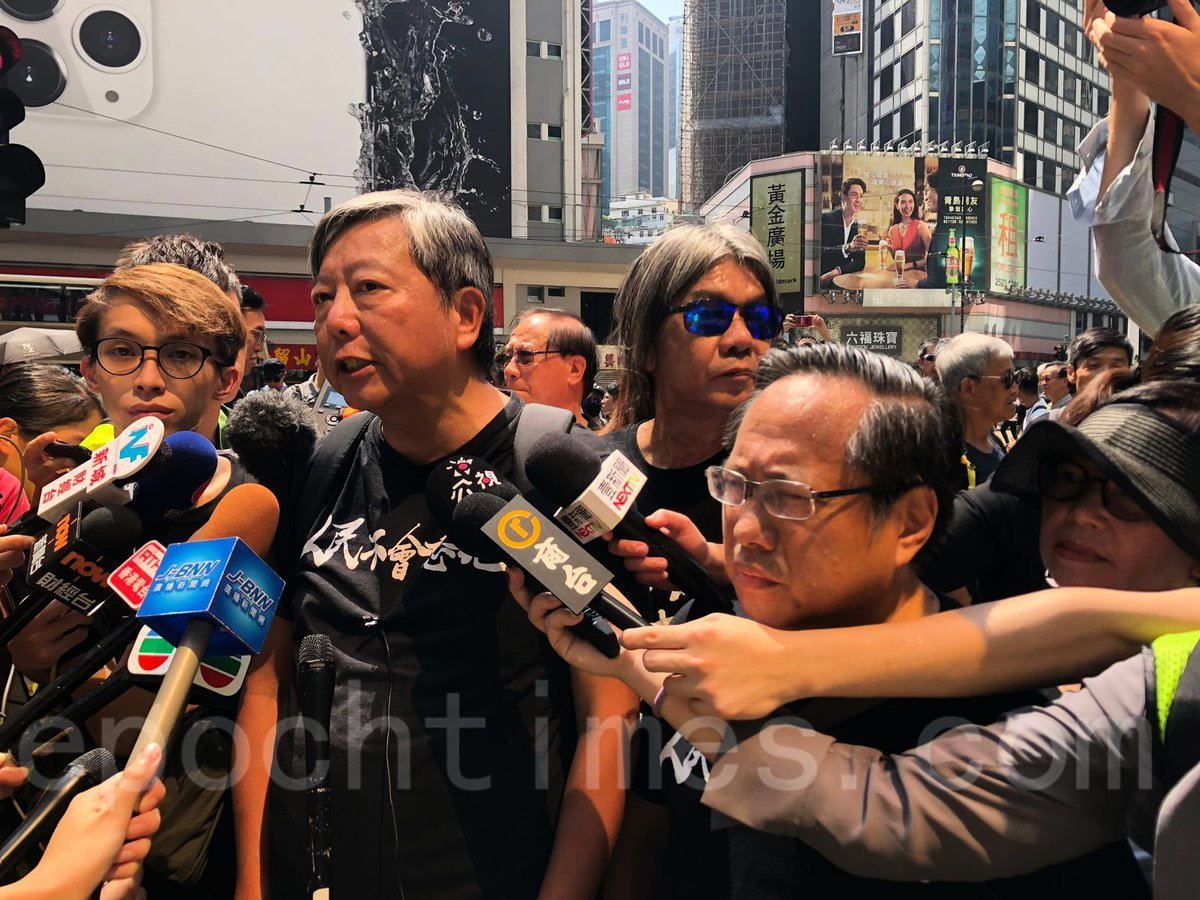 10.1遊行遊行發起人之一的民主派前議員李卓人表示,「今天10月1日是國殤日,沒有國慶,只有國殤。我們香港人要走出來,控訴共產黨70年來的暴行。」(梁珍/大紀元)