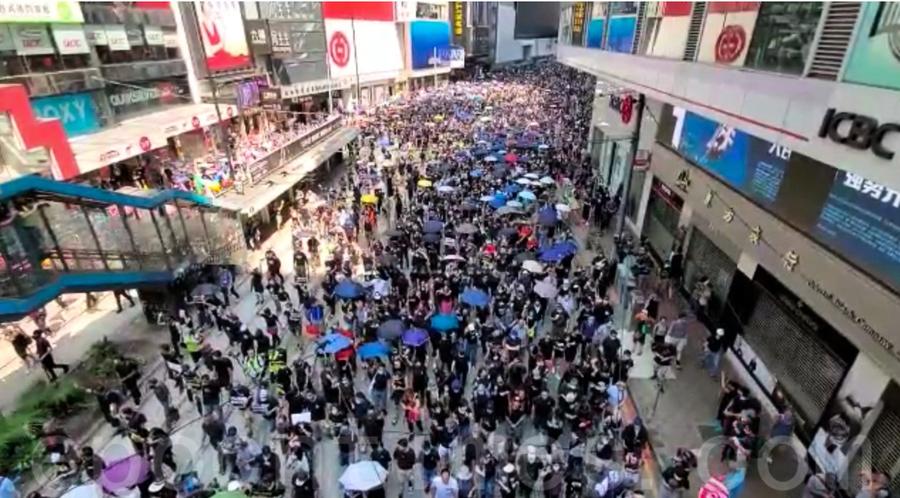 10.1遊行提前起步 市民高喊「光復香港 時代革命」等口號